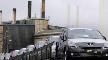 François Hollande a promis à l'intersyndicale de PSA l'ouverture de négociations tripartites sur l'emploi