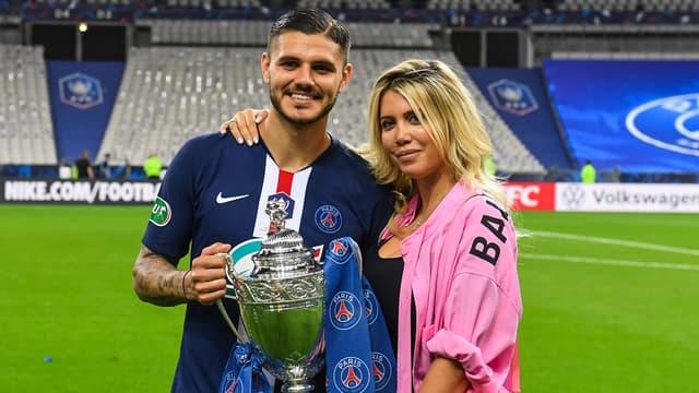 Mauro et Wanda Icardi avec la Coupe de France