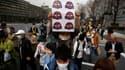Des milliers de manifestants ont défilé dimanche dans les rues de Tokyo en demandant au gouvernement nippon de renoncer à l'énergie nucléaire, à la veille du deuxième anniversaire du tsunami qui avait provoqué une catastrophe à la centrale atomique de Fuk