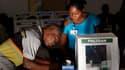Bureau de vote à Port-au-Prince. Une certaine confusion régnait dimanche matin en Haïti, où des bureaux de vote ont ouvert en retard pour des scrutins présidentiel et législatifs décisifs pour l'avenir du pays et sa reconstruction après le séisme meurtrie