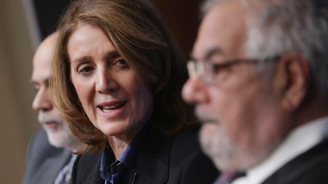 Ruth Porat a conseillé le département américain du trésor pour gérer la crise financière. Elle a notamment conseillé la FED de New York sur le dossier de l'assureur AIG.