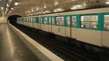 Le lieutenant-colonel se masturbait dans le métro parisien.