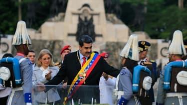 Le président vénézuélien Nicolas Maduro (C) à Valencia, dans le nord du Venezuela, le 24 juin 2019