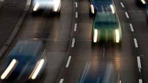 Le nombre de morts sur les routes a diminué en octobre pour le quatrième mois consécutif par rapport à 2010. 353 personnes ont perdu la vie sur les routes de France métropolitaine, contre 377 en octobre 2010, soit une diminution de 6,4%. /Photo d'archives