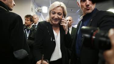 Marine Le Pen restait souriante, après l'annonce des résultats du Front National, mais les militants étaient plus réservés.