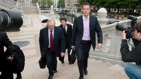 """Au deuxième jour de son procès, Jérôme Kerviel, ex-trader de la Société générale tenu pour responsable d'une perte record de 4,9 milliards d'euros en 2008, a assuré qu'il avait agi dans le but de """"faire de l'argent pour la banque"""". /Photo prise le 9 juin"""