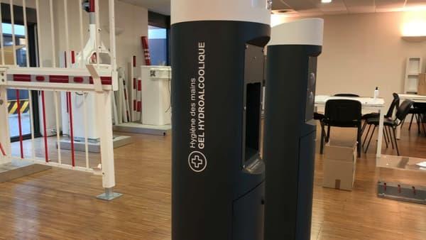 Des bornes de gel hydroalcoolique vont être installées à Lyon.