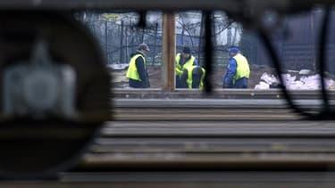 Le 1er décembre 2011, vers 08H30, neuf ouvriers, travaillant sur une portion de voie ferrée privatisée par Alstom, avaient été surpris par un train Régiolis. Trois ont été mortellement percutés.