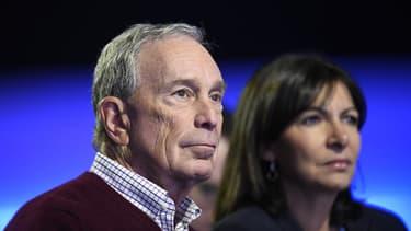Le milliardaire (et ex-maire de New York) Michael Bloomberg, en compagnie d'Anne Hildago en décembre 2015 à Paris lors de la COP21 (image d'illustration)