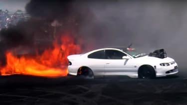 Répondre au feu par le feu, le but de ces compétitions de Burnout un peu extrêmes organisées en Australie.