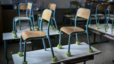 Une salle de classe vide (photo d'illustration).
