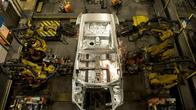 Regarder la vidéo Robots et intelligence artificielle: à quoi va ressembler l'usine du futur?