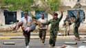 Combattants anti-Kadhafi à Syrte. Les forces du Conseil national de transition (CNT) au pouvoir en Libye ont repris mercredi leur offensive contre le dernier réduit des partisans de Mouammar Kadhafi à Syrte, après avoir dû battre en retraite la veille. /P