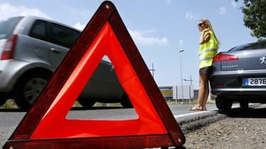 Depuis le 1er janvier 2008, tous les automobilistes doivent avoir dans leur voiture un gilet jaune et un triangle de pré-signalisation.