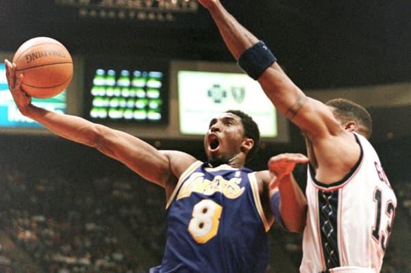 Kobe Bryant dans ses œuvres avec les Lakers en avril 1998