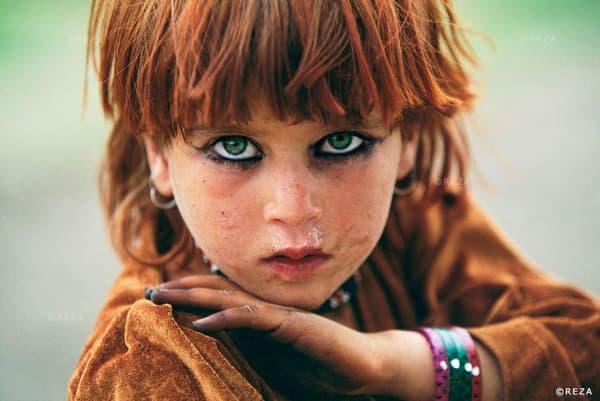 Cette photo d'une jeune fille afghane est l'une des plus connues de Reza. Elle a fait la couverture du National Geographic.