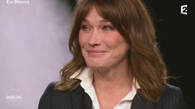 """Carla Bruni dans l'émission """"20h30 le dimanche"""", le 12 novembre 2017"""