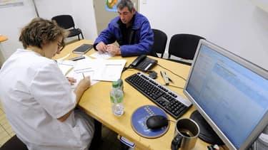 """Le gouvernement veut créer une """"contribution exceptionnell""""e sur les contrats d'assurance-santé"""