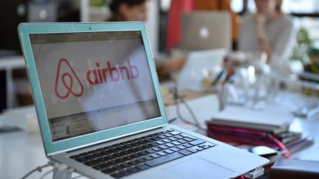 Au-dessus d'un certain seuil de revenus, les particuliers loueurs sur des plateformes collaboratives comme Airbnb devront verser des cotisations.