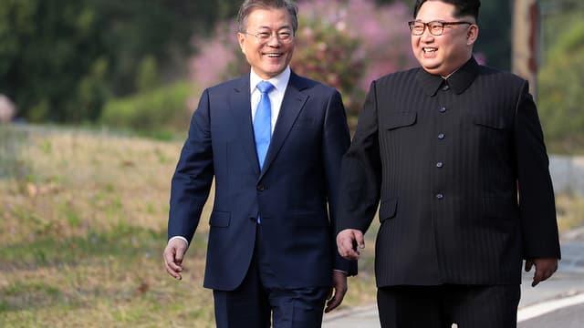 Les deux dirigeants sud-coréen et nord-coréen se sont rentrés vendredi 27 avril.