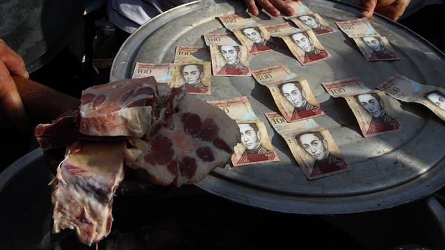 Des coupures de 100 Bolivars (image d'illustration)