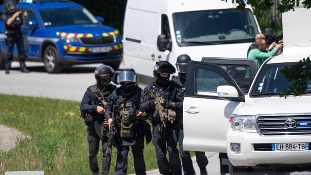 Des membres du GIGN mobilisés à La-Chapelle-sur-Erdre, après l'attaque d'une policière municipale vendredi 28 mai 2021