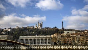 Les quais de Saône et la colline de Fourvière à Lyon