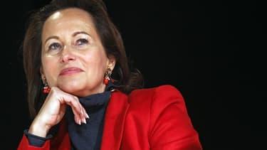Ségolène Royal a réagi jeudi à l'affaire du tweet de Valérie Trierweiler en demandant à être respectée et en affirmant pouvoir l'emporter dimanche face au dissident socialiste Olivier Falorni au second tour des élections législatives à La Rochelle. Dans u