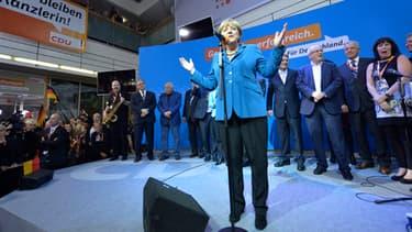 Angela Merkel a triomphé dimanche lors des éléctions législatives. Mais elle doit encore former une coalition, rappelle la presse allemande.