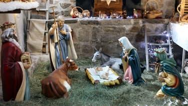 Des opposants voient en la crèche de Noël un symbole religieux.