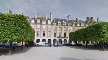 Un périmètre de sécurité a été déployé samedi après-midi place des Vosges, à Paris.