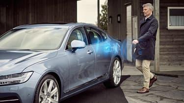 Eliminer l'éternelle clé de contact, c'est le but de la marque suédoise. A la place, elle proposera à partir de 2017 une option qui permettra de contrôler l'ouverture et le démarrage du véhicule via un smartphone.