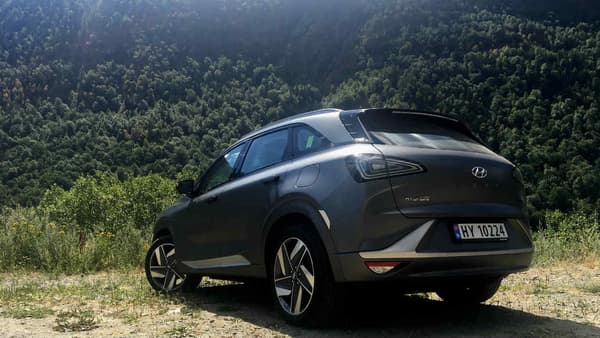 Avec 4,67 mètres de long, le Nexo se place en concurrence avec les grands SUV familiaux comme le Renault Koleos ou le Peugeot 5008.