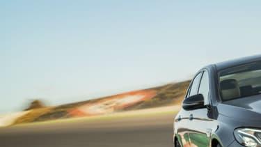 Mercedes a dévoilé le 25 octobre la nouvelle génération de l'E63 AMG, la version sportive de sa berline de gamme moyenne Classe E, commercialisée depuis ce printemps.