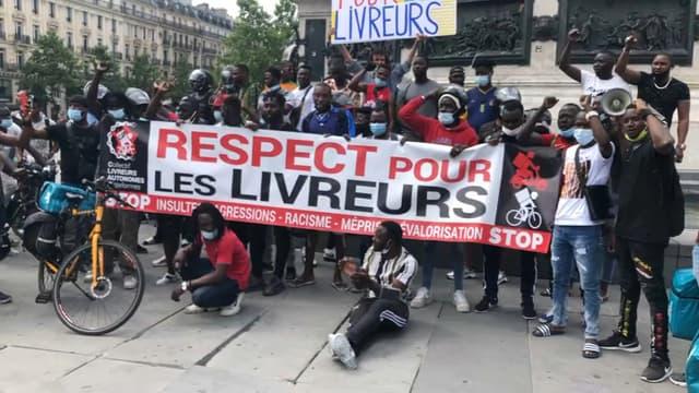 https://images.bfmtv.com/3CpFZYfwlxJkdh7xmzljrYNT2qA=/0x0:1024x576/640x0/images/Des-coursiers-ont-manifeste-a-Paris-pour-denoncer-les-agressions-de-plusieurs-livreurs-ces-derniers-mois-1050840.jpg