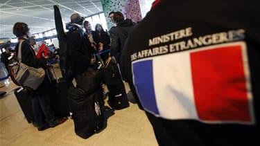 Français à l'aéroport international de Narita, près de Tokyo, en attendant d'enregistrer sur un vol charter. Selon l'Institut de radioprotection et de sûreté nucléaire (IRSN), les doses de radioactivité mesurées sur les passagers français rentrant du Japo
