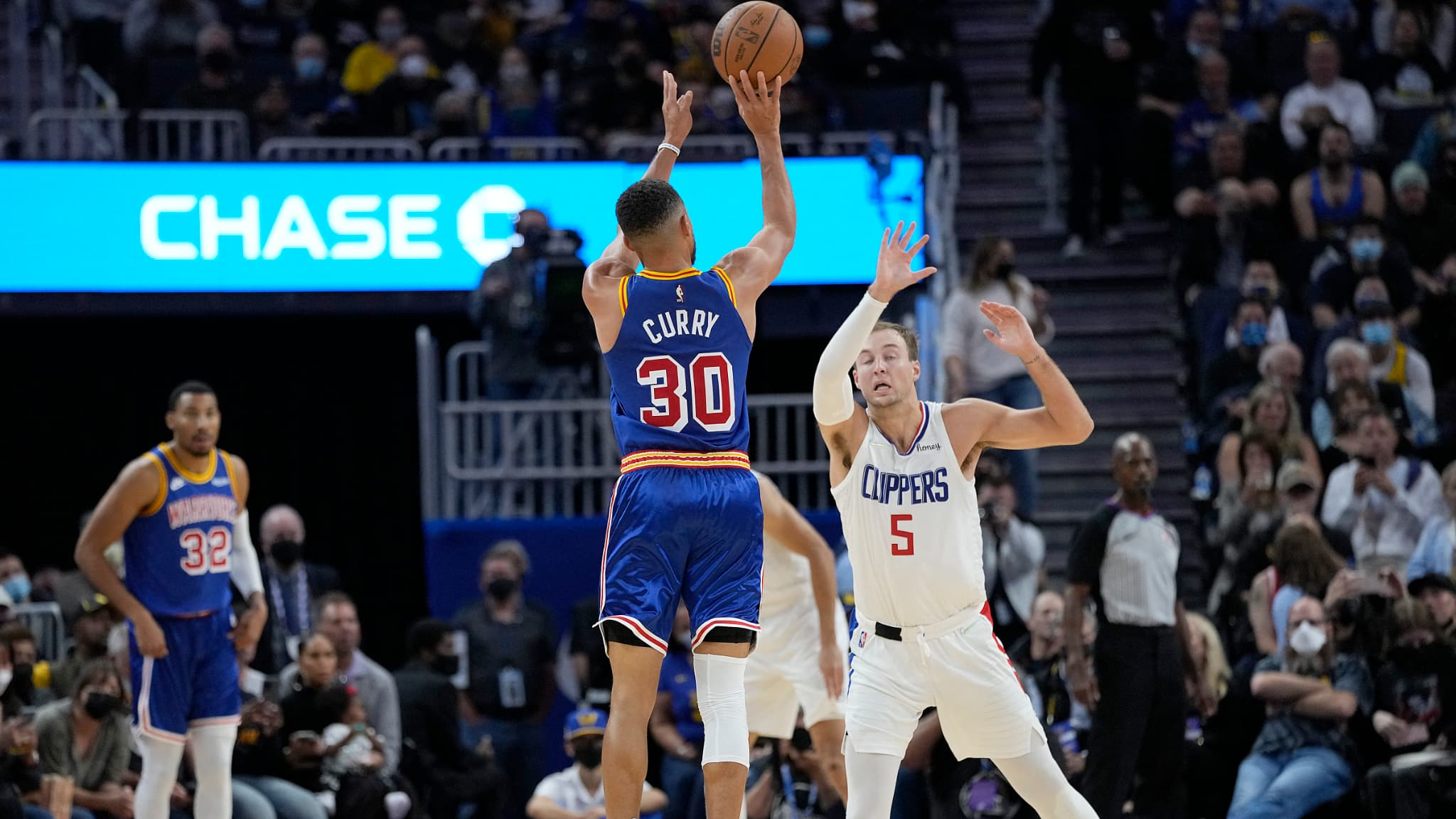 Already on fire; Curry sickens the Clippers