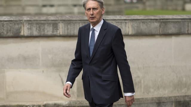 Philip Hammond a laissé entendre la possibilité de baisser les impôts et les charges pour les entreprises basées au Royaume-Uni afin qu'elles restent compétitives malgré les droits de douanes européens.
