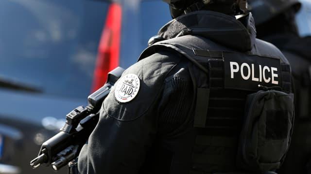 La police a interpellé les cinq suspects dans la nuit de lundi à mardi (illustration).