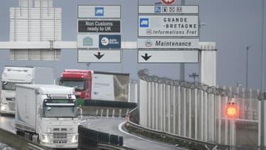 Des camions arrivent au port de Calais via le Tunnel sous la Manche, le 25 décembre 2020