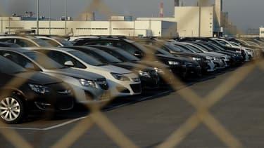 Portés par la location avec option d'achat, les financements de voitures neuves auprès des particuliers, a grimpé de plus de 20 % sur 2015 pour atteindre 6,9 milliards d'euros.