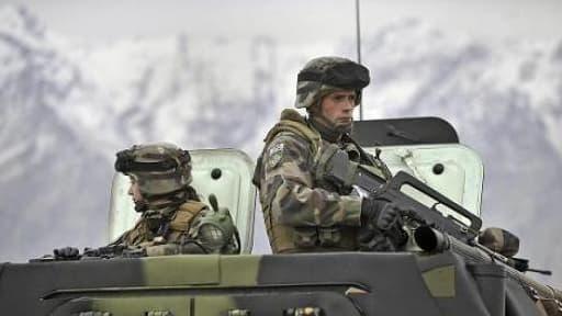 Jean-Yves Le Drian détaille les restructurations des armées