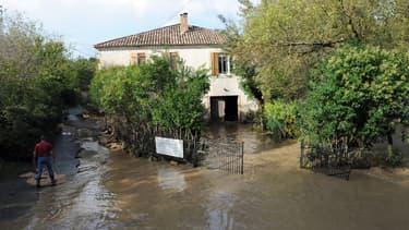Une maison inondée vendredi 10 octobre à Collias, dans le Gard.