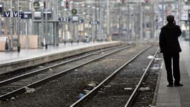 La grève des cheminots se poursuivait dimanche pour la cinquième journée consécutive sans grandes conséquences sur le trafic, à l'exception du sud-est de la France, a-t-on appris auprès de la SNCF. Après un quasi retour à la normale durant le week-end, la