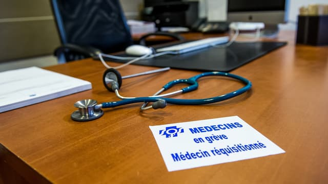 Les médecins entament une nouvelle grève contre la loi santé.