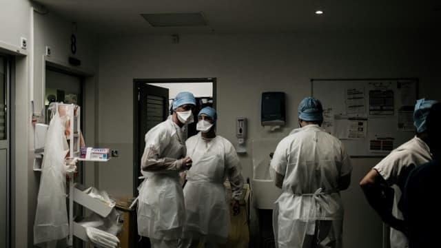 Infirmières et médecins de l'unité de soins intensifs contre le Covid de Lyon-Sud de l'hôpital de Pierre-Bénite le 8 septembre 2021