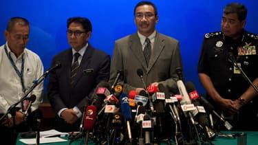 Les autorités malaisiennes donnent une conférence de presse, le 19 mars, à Kuala Lumpur. Le Boeing 777 a disparu le 8 mars dernier avec 239 personnes à bord, alors qu'il reliait la Malaisie à la Chine.