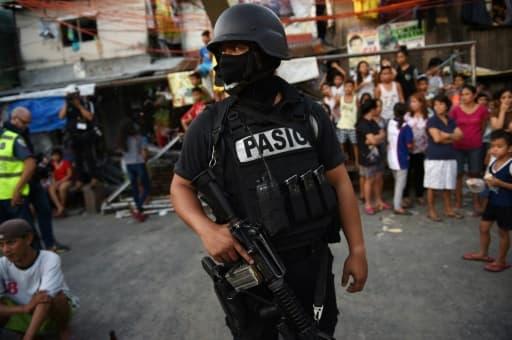 Un membre des forces spéciales philippines lors d'une opération anti-drogue, le 9 novembre 2016 à Manille