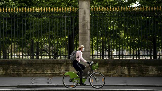 Image d'illustration - Selon un sondage pour le réseau de réparation de Cyclofix, les Français comptent utiliser un peu moins leur voiture ou les transports en commun, un peu plus le vélo.
