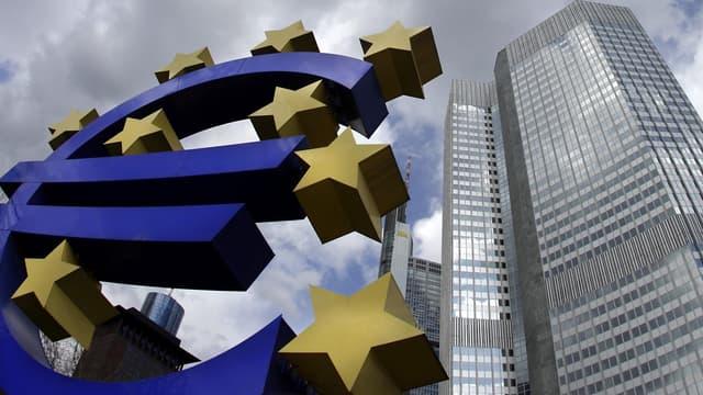 La BCE envisagerait une action concertée avec les pays de la zone euro pour détendre le marché obligataire.